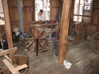 041_spinning lotus thread