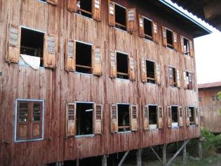 043_weaving house