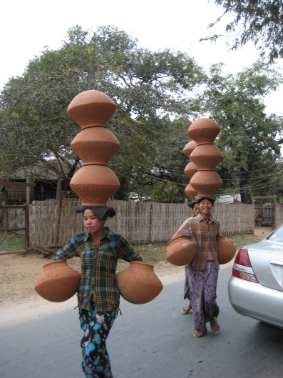 047_how to carry clay pots