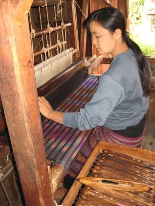 048_weaving silk