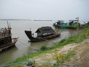 059_parking Arrawaddy River