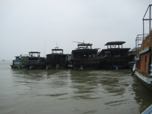 064_parking Arrawaddy River