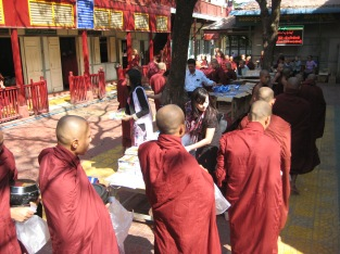 127_monks queueing