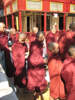 130_monks queueing