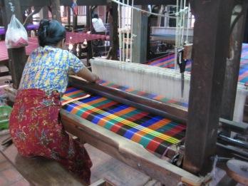 142_silk weavers