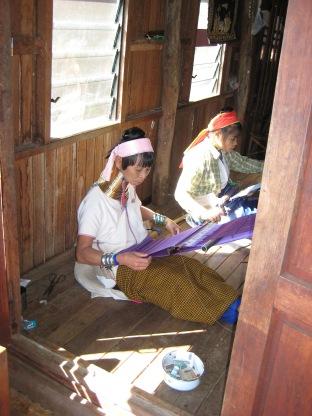 137_Kayan weavers