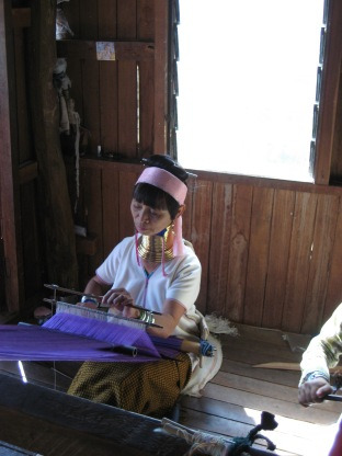 138_kayan weavers