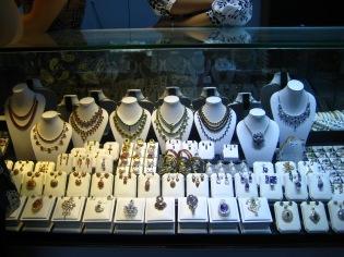 037_Scott market rubies & sapphires