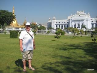 022_gardens_cityhall_Sule pagoda
