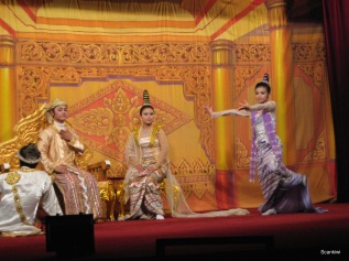 093_Burmese entertainment
