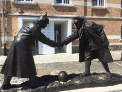 Memorial commemorating the NZ/German Christmas eve meeting 1917, Messines town square