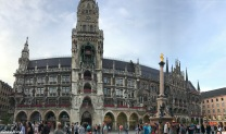 Munich Alstadt - Marienplatz with the Neu Rauhaus (New Town Hall) & Glockenspiel & Marian Column