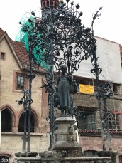 Gänseliesel (Goose girl) fountain in town hall square