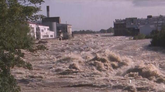 Mataura paper mills & flooded Mataura river